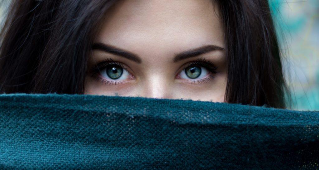 Tipos de sobrancelhas que combinam melhor com cada rosto