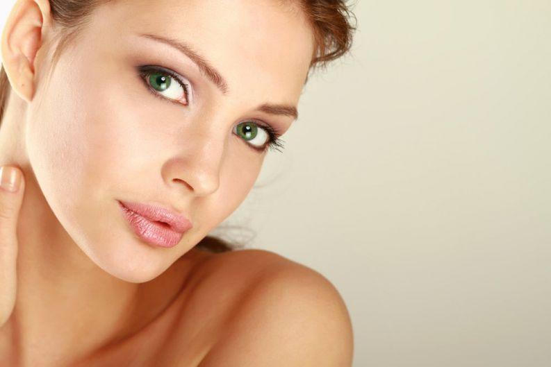 Técnicas do Curso de Maquiagem da La' Femme pra afinar o nariz/rosto