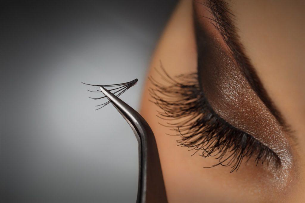 Curso de embelezamento do Olhar ensina a fazer alongamento de cílios